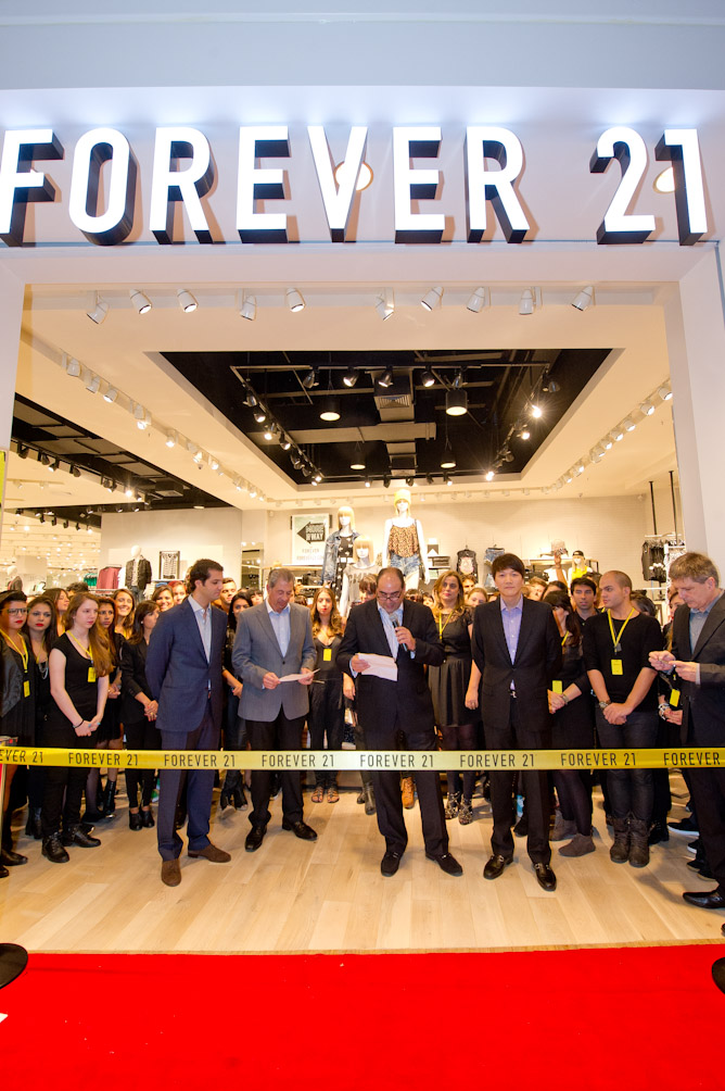 forever 21 management analysis Forever 21 is a private company of american origins it was founded in the year 1984 by its founder do won chang here is the marketing mix of forever 21the company has the distinction of being ranked at 5th position in.