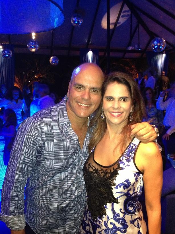 Neide e Beto Bulos armam festa em Búzios com clima de imensidão azul e un croissant de lune