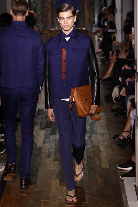 Valentino estreia na Semana da Moda de Paris com direito a Havaianas customizadas