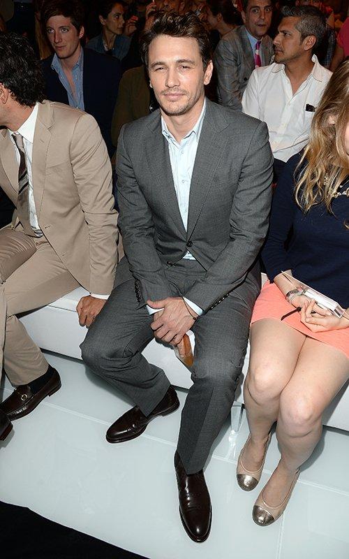 James Franco rouba a cena no desfile da Gucci, em Milão