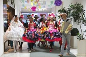 Arraial da Galeria 444 anima a tarde de Ipanema