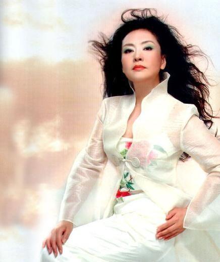 Peng Liyuan, eleita a mulher mais bem vestida do mundo pela revista 'Vanity Fair'