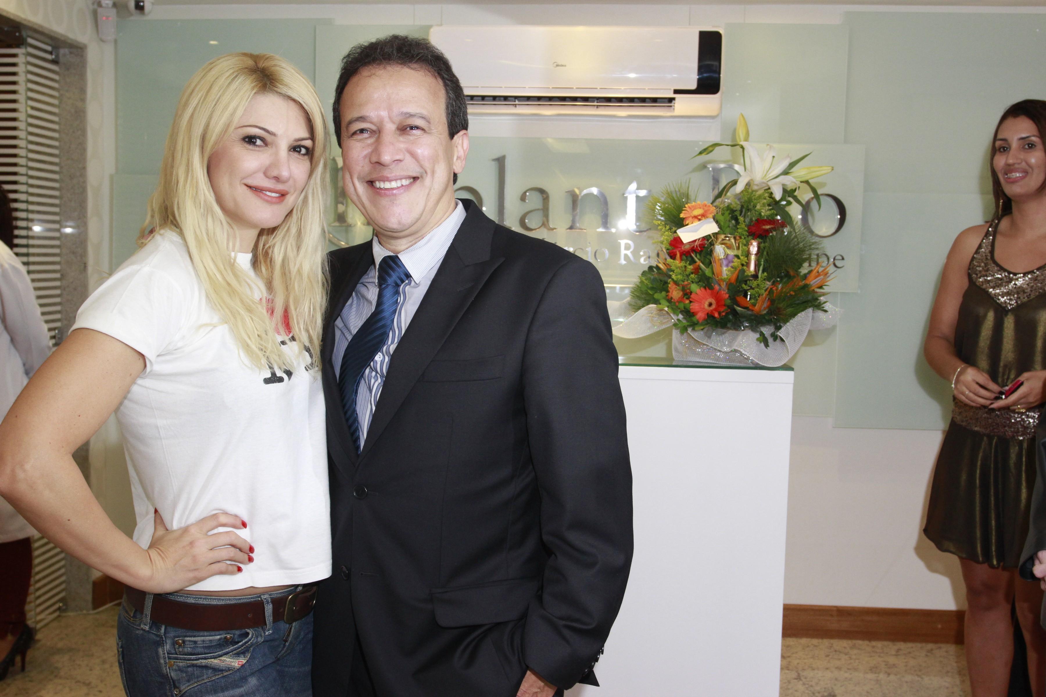 Antônia Fontenelle marca presença na inauguração da nova filial da Implante Rio na Barra