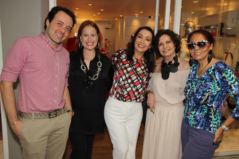 Vera Cougo recebe clientes e amigas no lançamento do verão 2014 da Wish