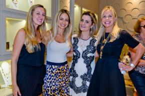 Claudia Arbex promove Happy Hour de Natal no Village Mall