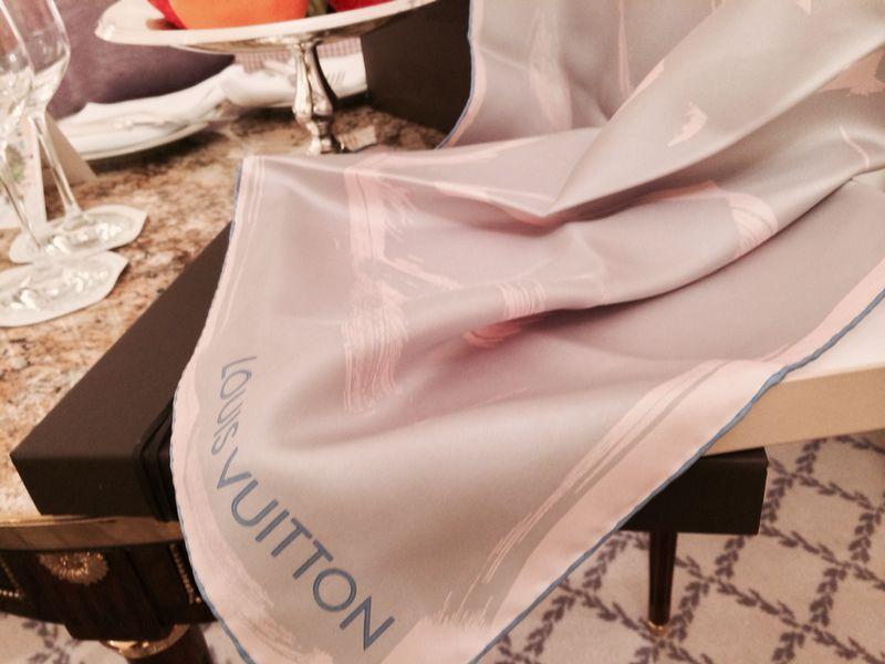 Que lindo esse foulard mimo Louis Vuitton