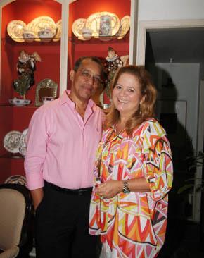 Amaro Leandro Barbosa é o anfitrião de almoço em homenagem a sempre alegre Renata Fraga