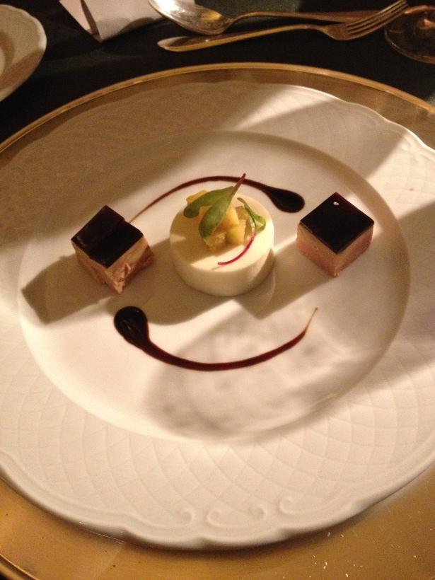 Terrine de Foie Gras e gelatina com especarias, mousse de maça caramelizada com açafrão