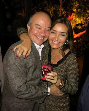 Josa Nascimento Brito homenageia a amada Lucia Guanabara com jantar surpresa espetacular com direito ao show da banda JAMZ