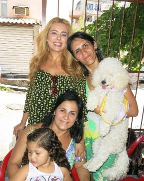 Ariadne Coelho faz campanha no dia da independência na comunidade Nova Brasília