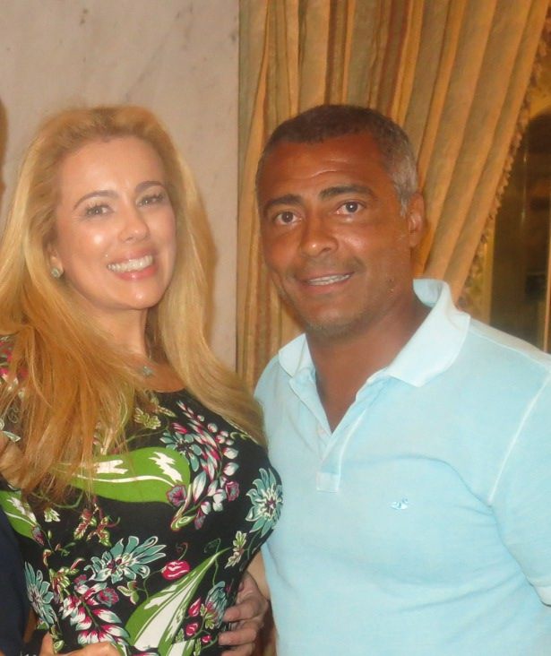 Ariadne Coelho sela parceria com Romário com churrasco gourmet na sua residência