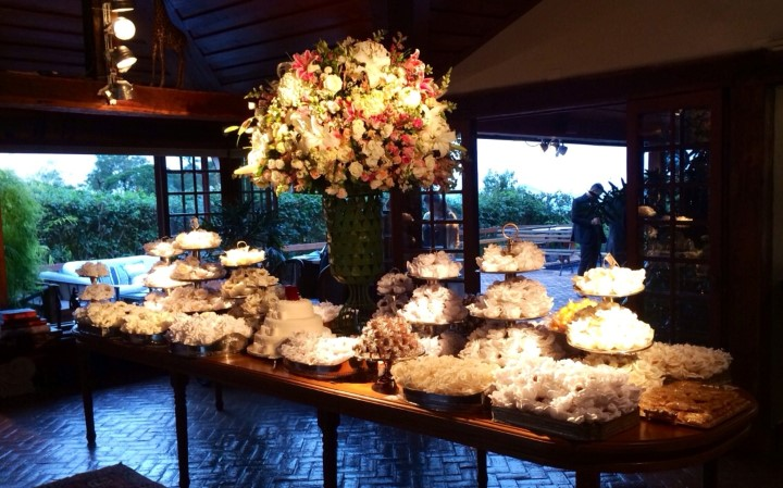 A mesa do buffet do casamento