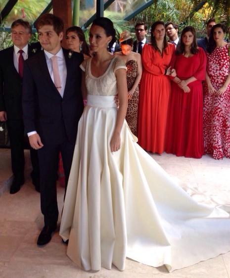 Maria Mendes de Almeida e Pedro Davies trocam alianças em linda cerimônia na Iposeira