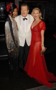 Naomi Campell, Mario Testino e Kate Moss chegando na festa de 60 anos de Mario Testino
