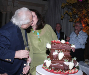 Beth e Carlos Alberto Serpa comemorando 37 anos de casados