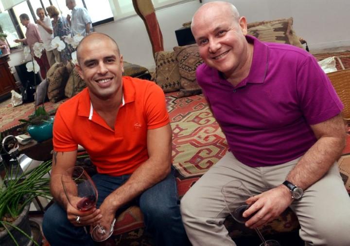 O cantor Felipe Rocha e Paulo Müller
