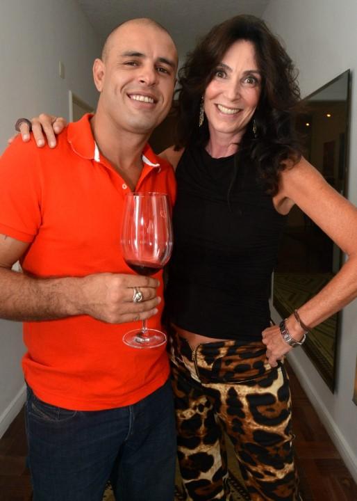 O cantor Felipe Rocha e Isabela Lage