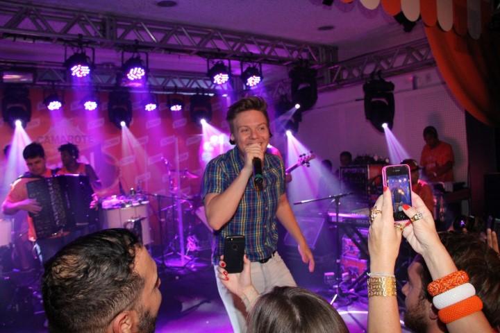 Michel Teló no palco do Camarote Schin