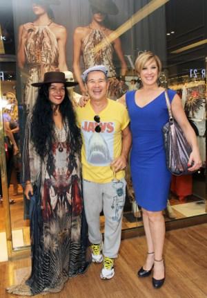 Claudia Raia e Elsaine Von Blankenhagen são as vips do lançamento de inverno de Victor Dzenk no Village Mall