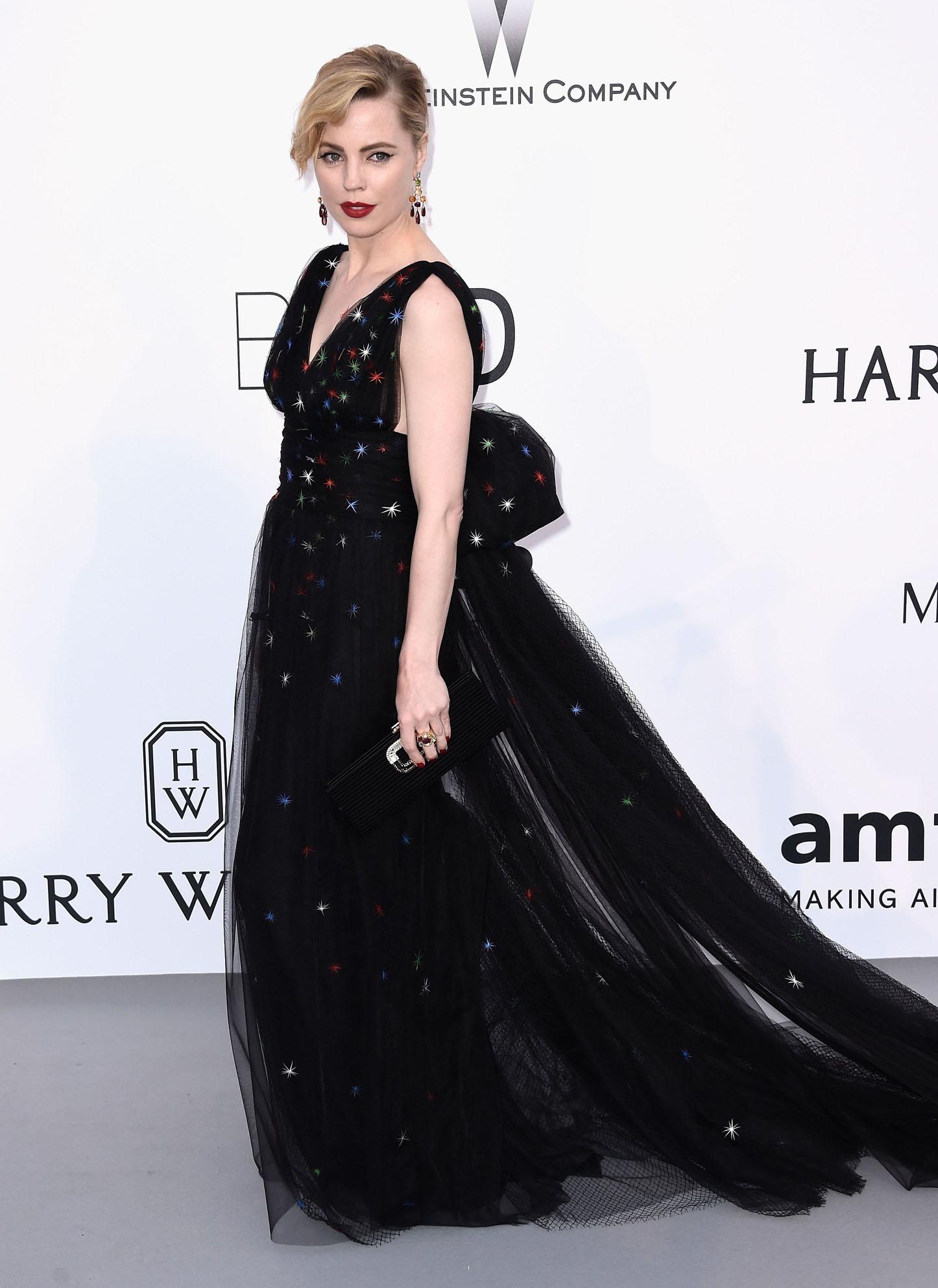 A atriz Mellisa George usou um Schiaparelli haute Couture ontem no baile anFAR em cannes e joias H.Stern