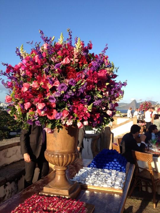 Os arranjos com bouganvilles e rosas