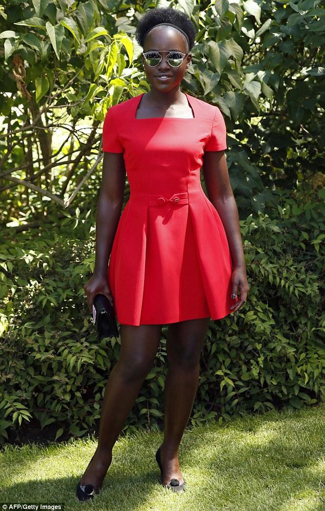 Lupita Nyong ó no desfile Alta Costura Dior 15/16