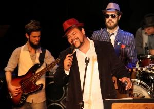 """""""Eu soul Babu""""  o show do ator Babu Santana estreou lotado na Sala Baden Powell em Copacabana"""
