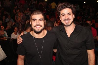 Caio Castro badala em Salvador a estreia do longa Travessia do diretor João Gabriel
