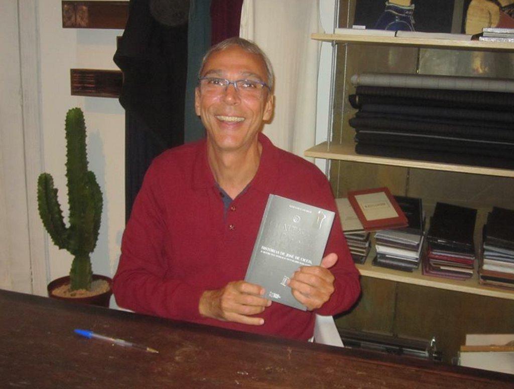 """Gustavo Camargo é escritor do livro """"Um alfaiate no Palácio do Catete"""""""