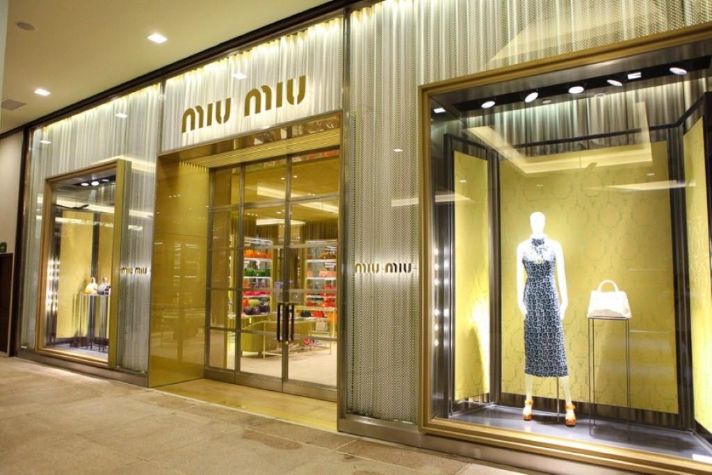 Miu Miu a loja de moda feminina mais chique do Village Mall