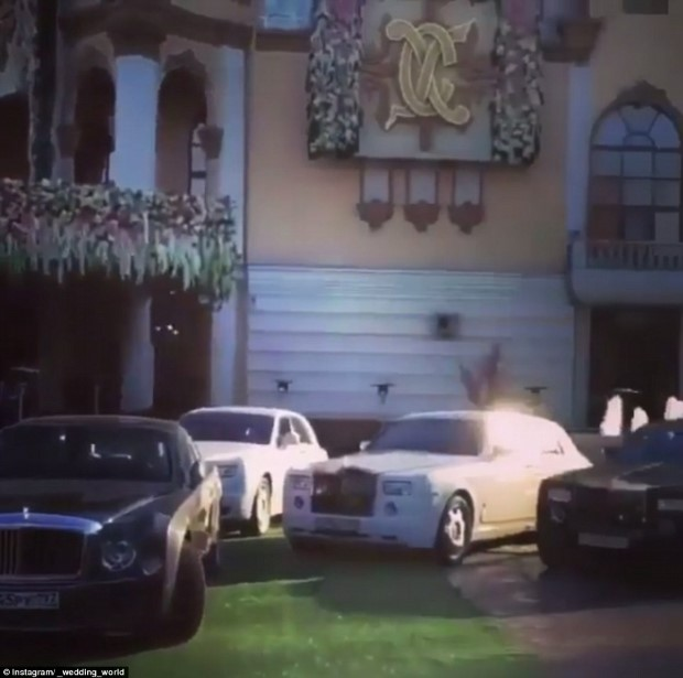 32A70D0800000578-3514779-Luxury_cars_including_Rolls_Royces_and_Bentleys_were_seen_parked-a-18_1459301110777 (Custom)