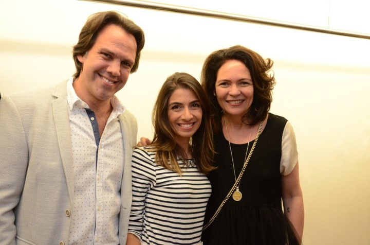 Dr. Cayo Costa e Dra. Lara Murad com Roberta Damasceno (Custom)