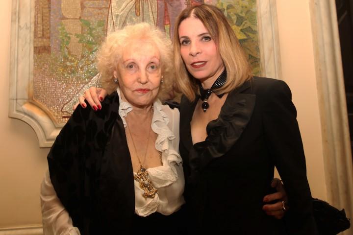 Monah Delacy e Liege Monteiro (Custom)
