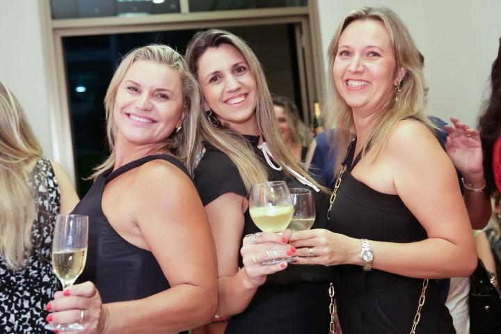 Carla Kede e Carol Panizza e Geraldine Kauffman_MSA_1415_foto Miguel Sa (Custom)