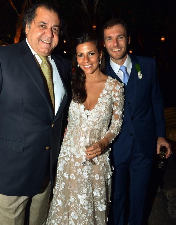 Catito Perez e os noivos Nicole e Ricardo