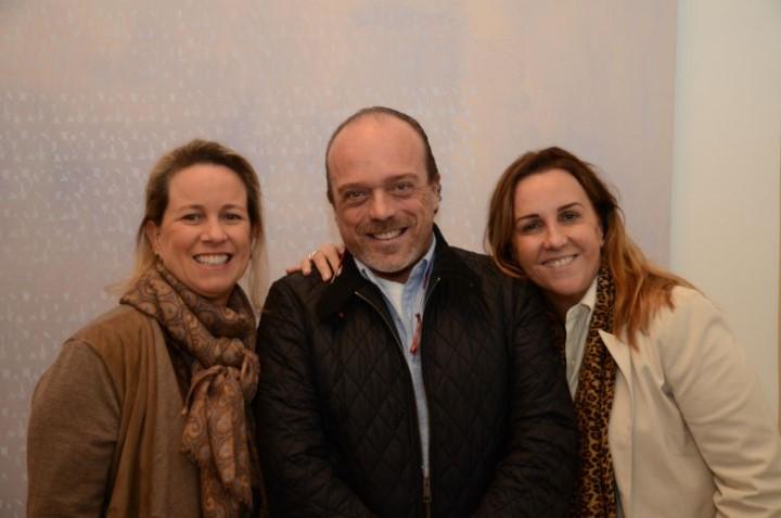 Eduardo Kaiser entre Marilu Gonzalez e Lucinha Amorim