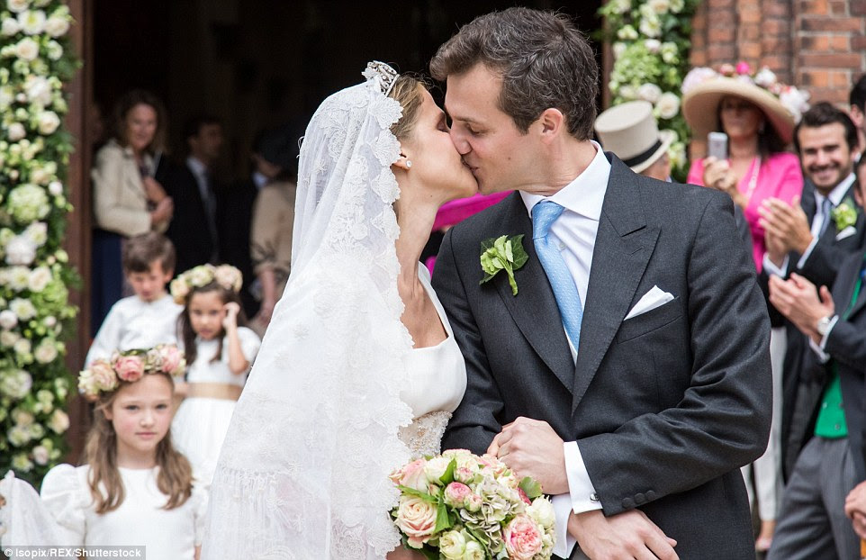 Os noivos a Princesa Alix de Ligne e o Conde Guillaume de Dampierre