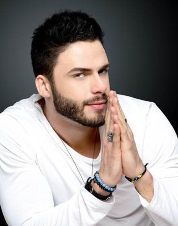 O cantor Rodrigo Marim