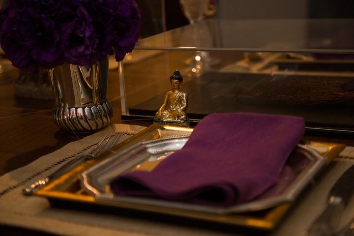 Mesa de jantar com intervenção do colecionador Antonio Neves da Rocha com Ganesha