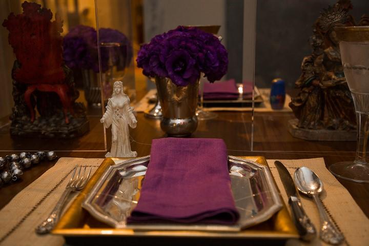 Mesa de jantar com intervenção do colecionador Antonio Neves da Rocha com Yemanjá
