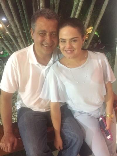 O Governador da Bahia Rui Costa e a primeira dama Aline Peixoto armam Natal Solidário