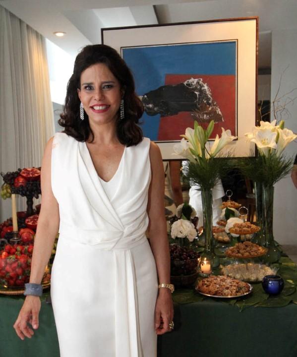 Narcisa Tamborindeguy a diva de Copacabana abre os salões para o reveillon chique da cidade