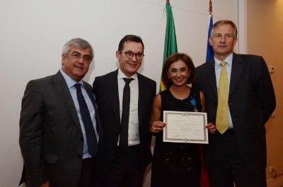 O médico Gilberto Ururahy recebe a Ordem Nacional do Mérito da França