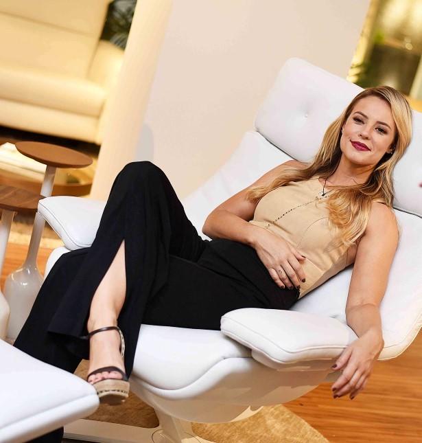 Paolla Oliveira é a estrela da noite de inauguração da Natuzzi Editions no CasaShopping