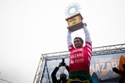 """O big rider Lucas """"Chumbo"""" Chianca vence a etapa de Nazaré no Mundial de Ondas Gigantes"""