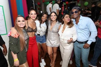 Carol Sampaio ferve os salões do Copacabana Palace no seu b-day com famosos e celebridades