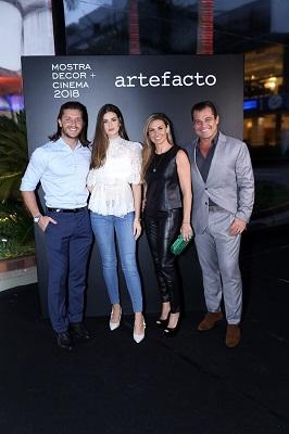 Adriane Galisteu  e o casal Camila Queiroz e Klebber Toledo na abertura da 20ª Mostra Artefacto