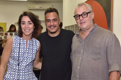 """Marcelo D2  e Maria Frering na abertura da expo """"Nas Pontas dos Dedos"""" na galeria Nara Roesler em Ipanema"""