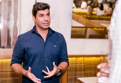O chef Felipe Bronze é capa da revista VIP e recebe para coquetel no Pipo no Fashion Mall