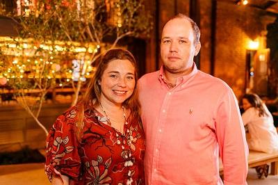 "Sissi Freeman e Felipe Freeman apresentam a nova fragrância ""Nectarina da Andaluzia"" da Phebo na Casa Camolese"